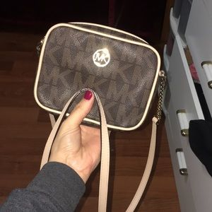 cute wallet cross body Michael Kors brown and gold